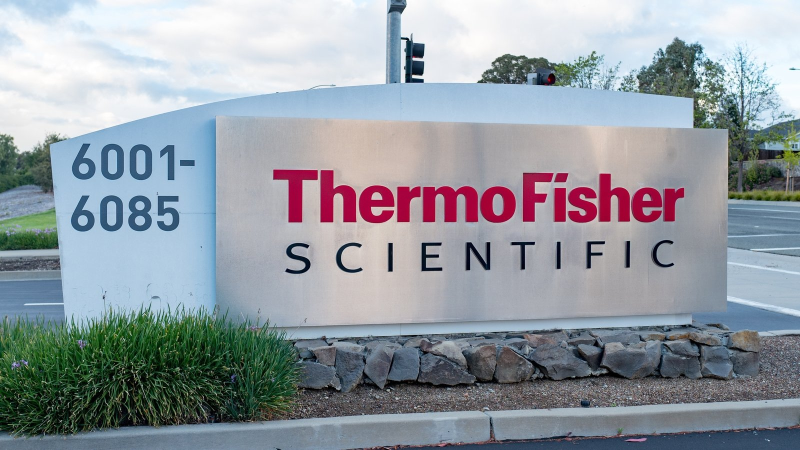 Thermo-Fisher-Qiagen-Acquisition-Takeover-MaxVal